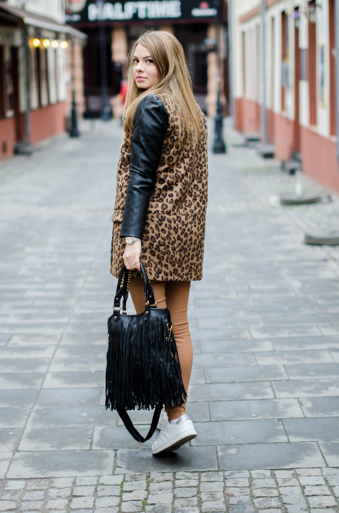 camel pants leopard coat white sneakers