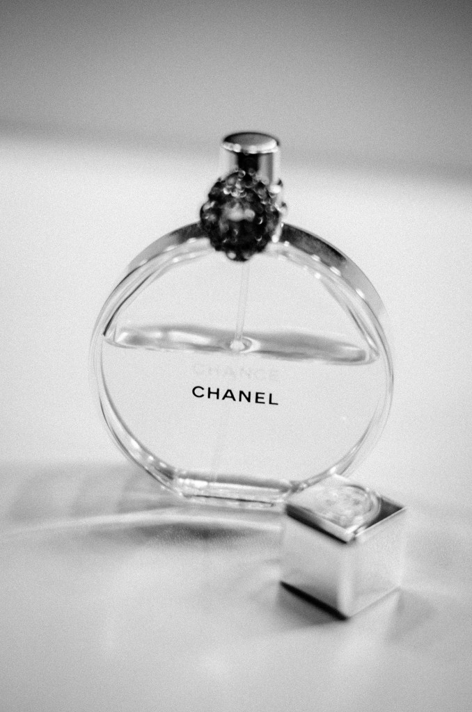chanel chance black and white