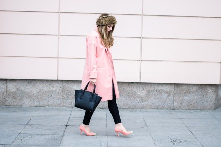 oversized-pink-coat-cocoon-peach-fur-headband 6
