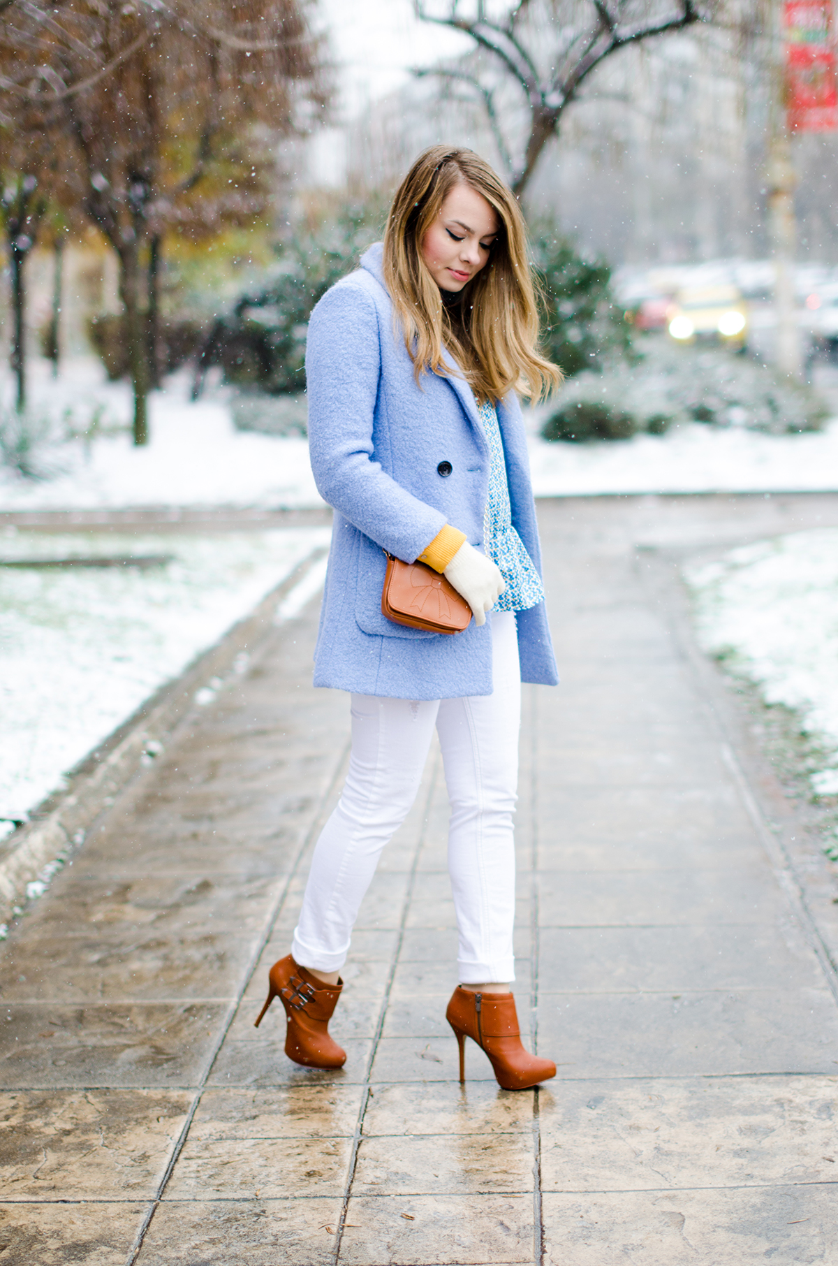 White Pants With Brown Boots | Gpant