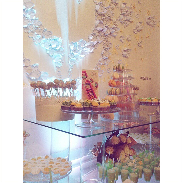 Pandora event! Amazing new collections and delicious treats! #pandora #jewelry #sweet #candybar #candy #cupcake #cakepops #roses #cute #lovely #pandorajewelry @theofficialpandora