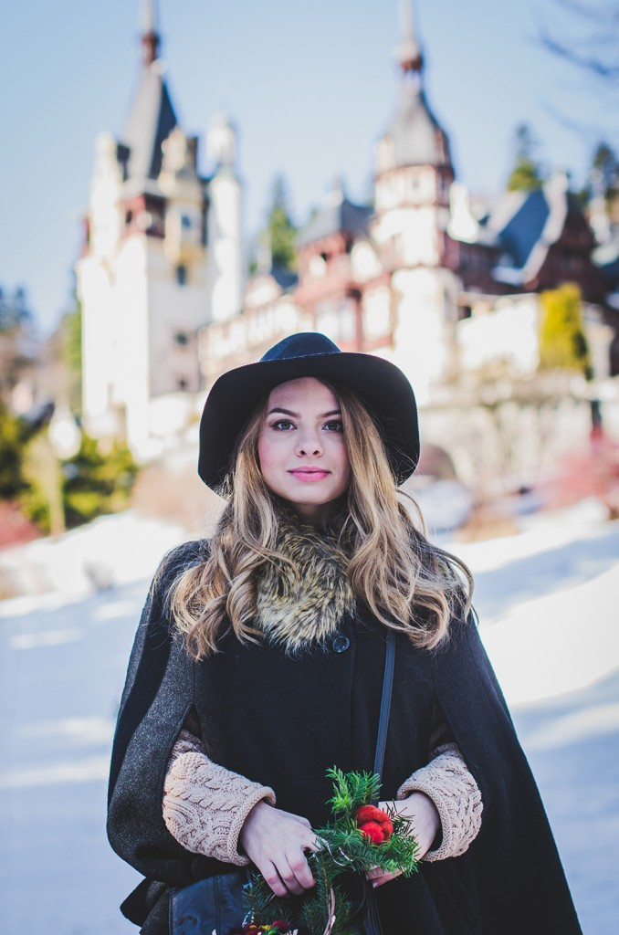 black-cape-fur-collar-hat-knitts-castle-peles