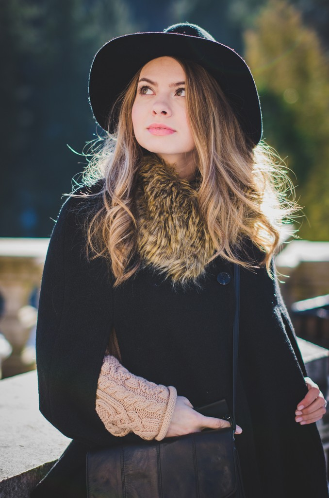 black-cape-hat-blonde-curls-fur-collar