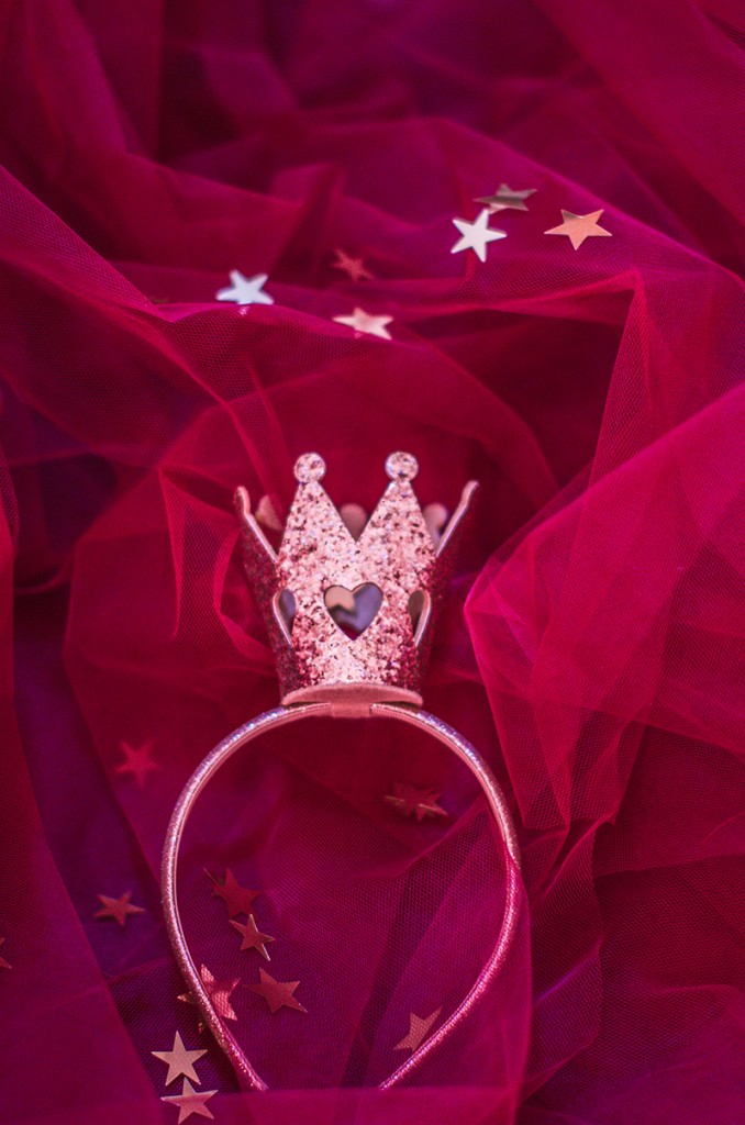 gold-glitter-crown-princess-queen-burgundy-tulle