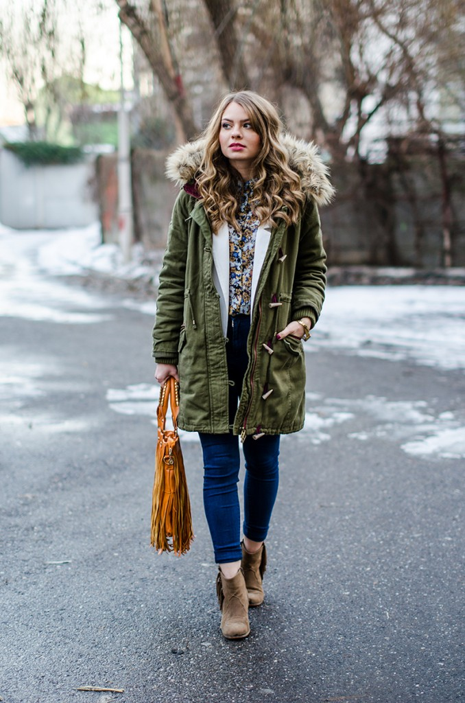 parka-white-blazer-fur-collar-high-waisted-jeans-fringed-bag-suede-boots-floral-shirt