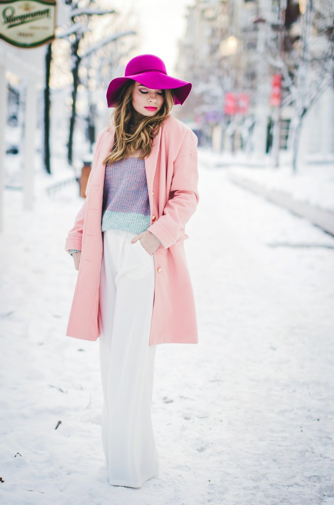 pastel-outfit-winter-white-wide-pants-pink-coat-pink-hat 2