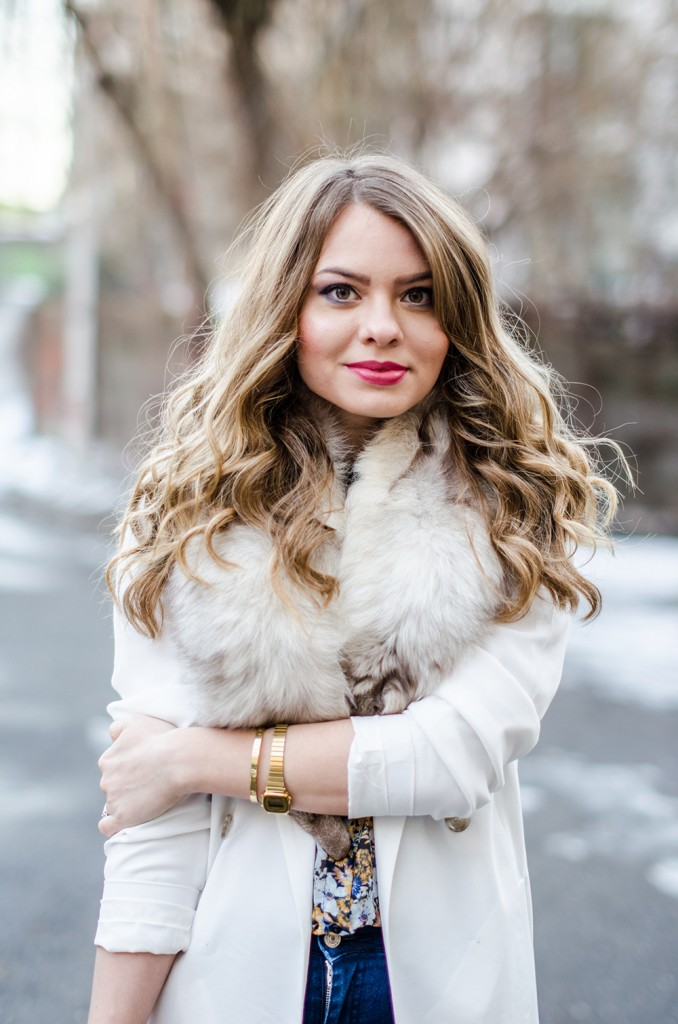 white-blazer-fur-collar-blonde-curls 2