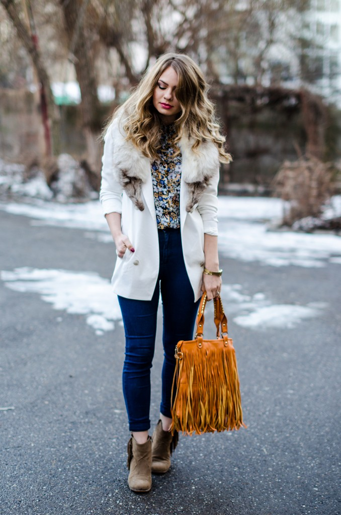 white-blazer-fur-collar-high-waisted-jeans-fringed-bag-suede-boots-floral-shirt 2