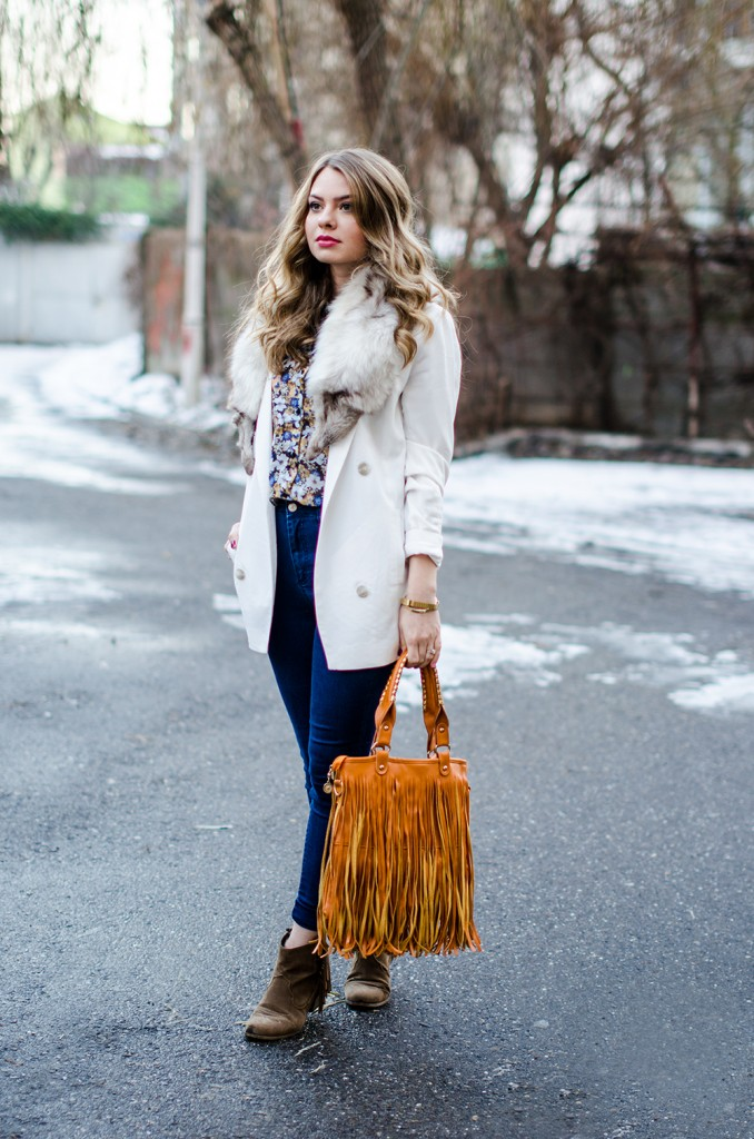 white-blazer-fur-collar-high-waisted-jeans-fringed-bag-suede-boots-floral-shirt 3