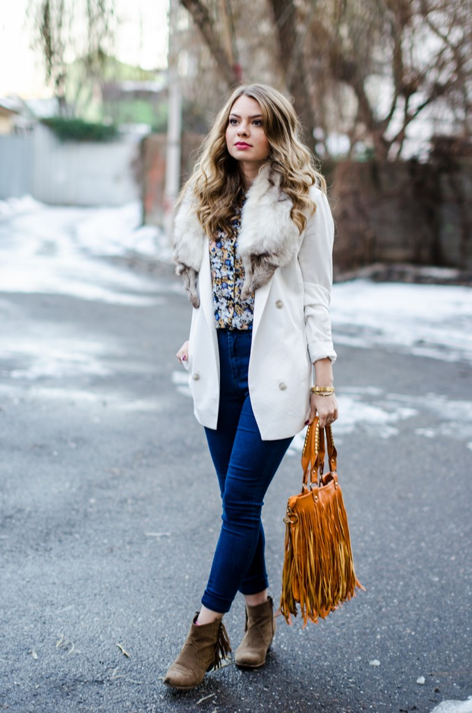 white-blazer-fur-collar-high-waisted-jeans-fringed-bag-suede-boots-floral-shirt 4