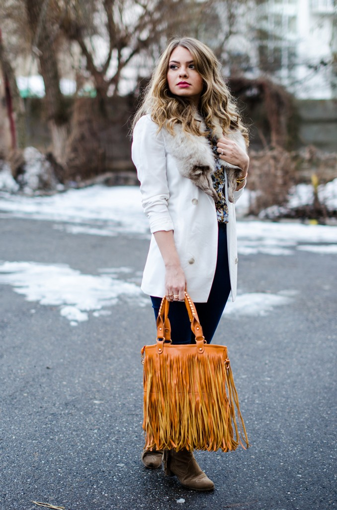 white-blazer-fur-collar-high-waisted-jeans-fringed-bag-suede-boots-floral-shirt 5