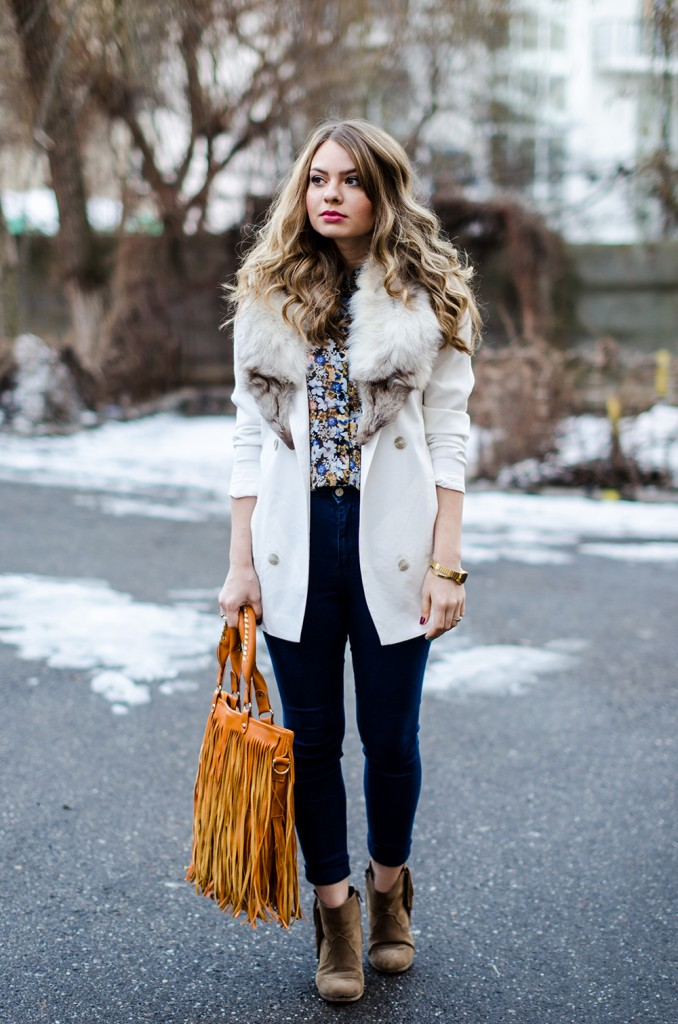 white-blazer-fur-collar-high-waisted-jeans-fringed-bag-suede-boots-floral-shirt
