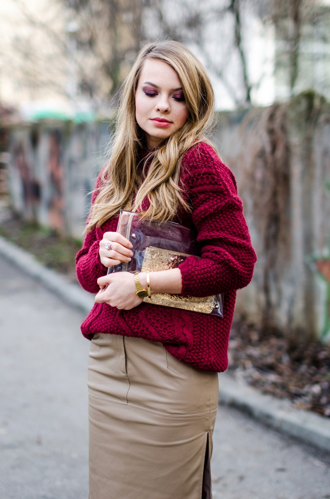 marsala-sweater-beige-leather-skirt-fur-scarf-transparent-clutch-3