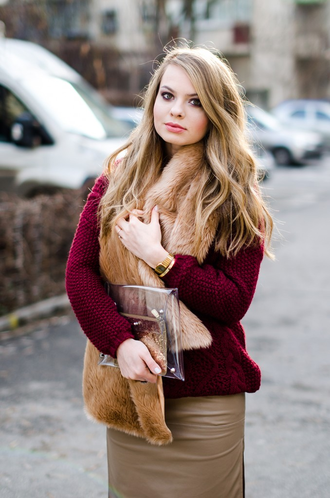 marsala-sweater-beige-leather-skirt-fur-scarf-transparent-clutch-5