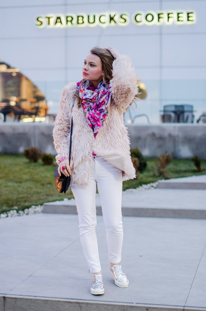 pink-fluffy-coat-white-pants-metallic-sneakers 10