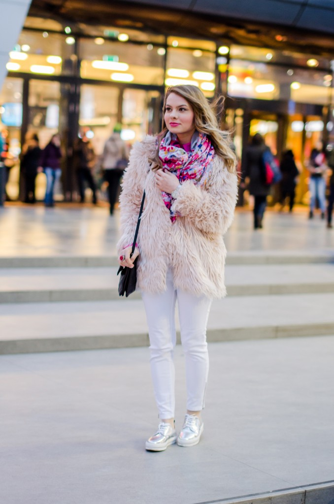 pink-fluffy-coat-white-pants-metallic-sneakers 2