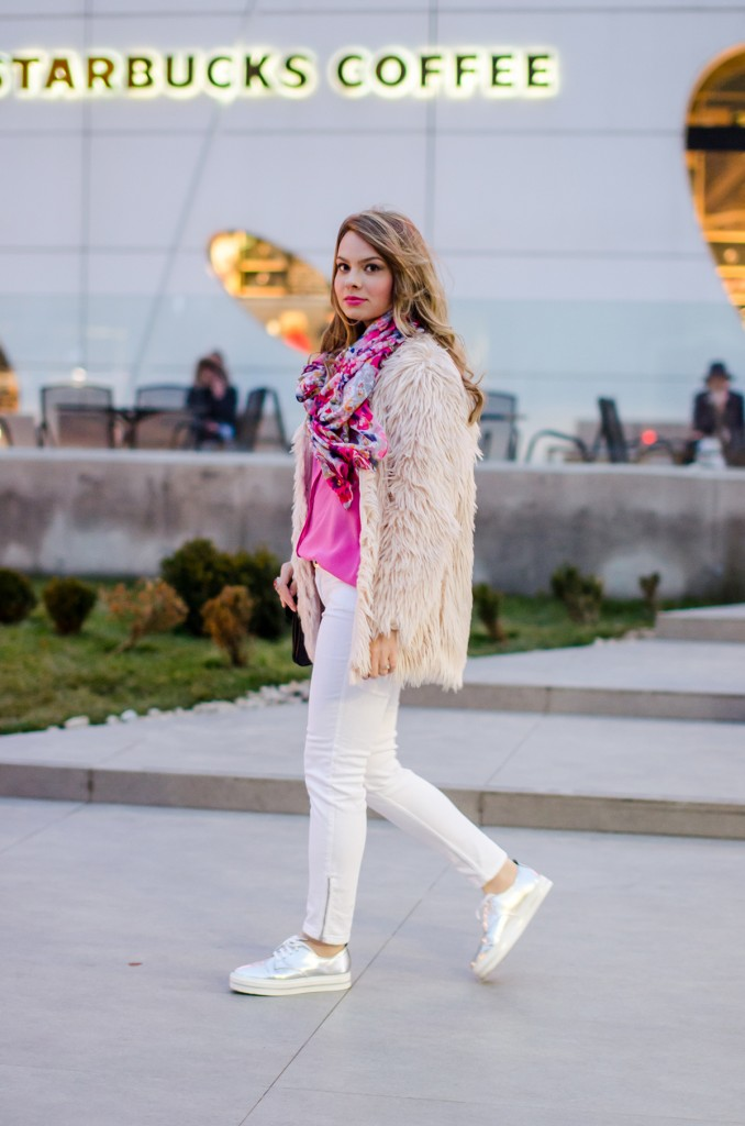 pink-fluffy-coat-white-pants-metallic-sneakers 4