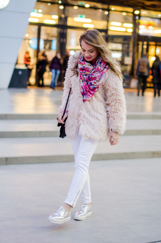 pink-fluffy-coat-white-pants-metallic-sneakers