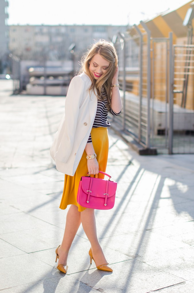 Stradivarius-midi-mustard-skirt-bershka-striped-blouse-white-blazer-pink-bag-outfit (11)