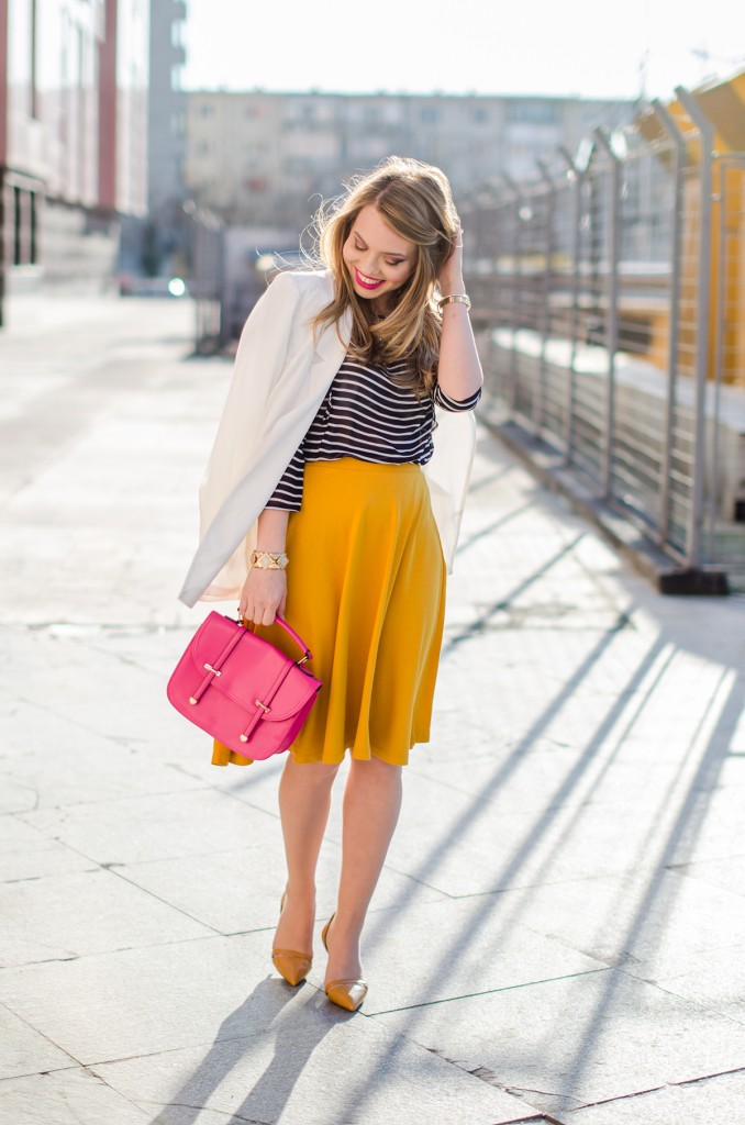 Stradivarius-midi-mustard-skirt-bershka-striped-blouse-white-blazer-pink-bag-outfit (2)