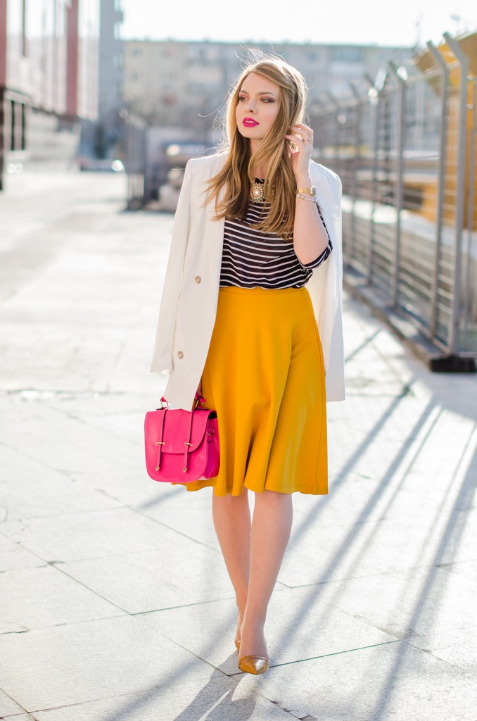 Stradivarius-midi-mustard-skirt-bershka-striped-blouse-white-blazer-pink-bag-outfit (8)