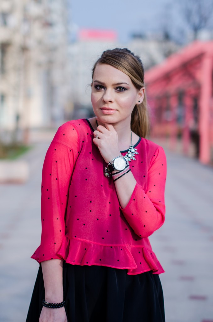 pink-polka-dots-ruffle-blouse-glen-print-coat-daniel-wellington (6)
