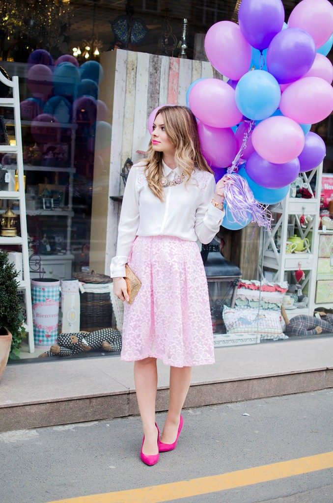 spring-outfit-pink-floral-embroidered-midi-skirt-white-shirt-baloons-feminine-pink-heels-pink-wish-oana-nutu (4)