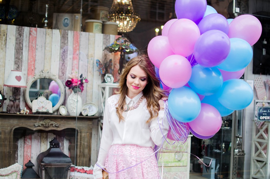 spring-outfit-pink-floral-embroidered-midi-skirt-white-shirt-baloons-feminine-pink-heels-pink-wish-oana-nutu (6)