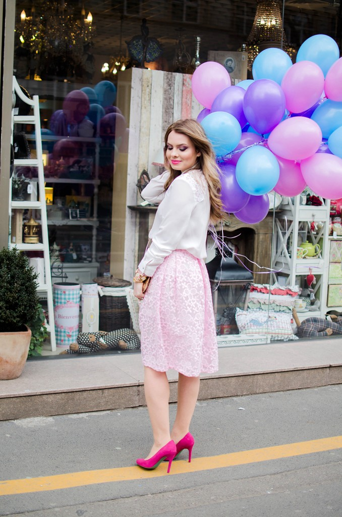 spring-outfit-pink-floral-embroidered-midi-skirt-white-shirt-baloons-feminine-pink-heels-pink-wish-oana-nutu (7)