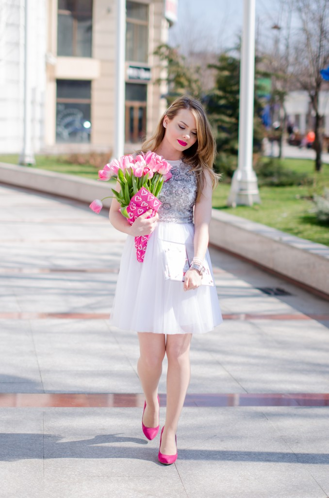 white-princess-dress-tulle-embroidered-pink-tulips-leather-jacket-birthday (11)