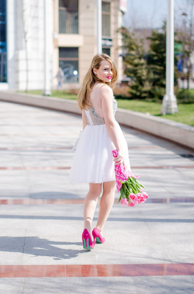 white-princess-dress-tulle-embroidered-pink-tulips-leather-jacket-birthday (13)