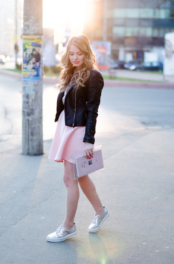 zara-pyjama-blouse-pink-skirt-black-leather-jacket-metallic-sneakers (4)