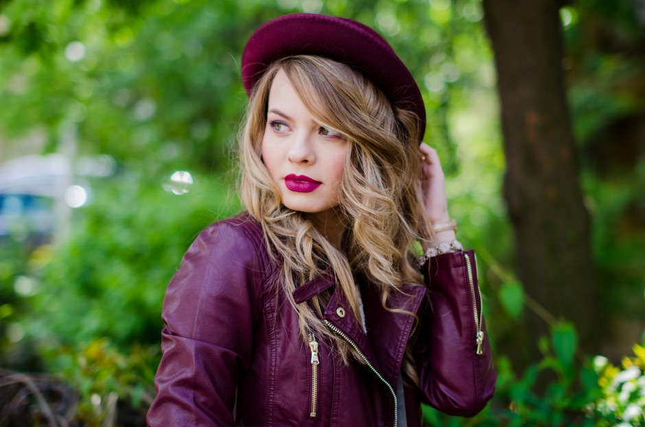 burgundy-leather-jacket-bershka-pink-sandals-burgundy-hat-powdery-pink-feminine-dress-h&m-outfit-pink-wish (1)