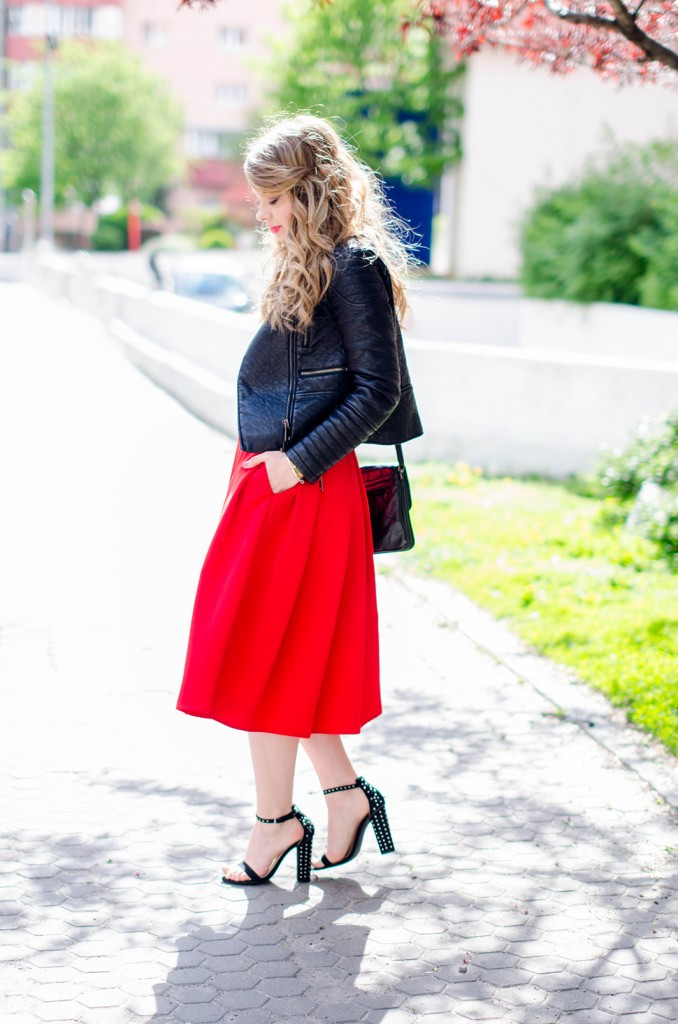 red-midi-skirt-lipstick-blouse-leather-jacket-zara-sanldas-outfit-fashion-pink-wish (8)