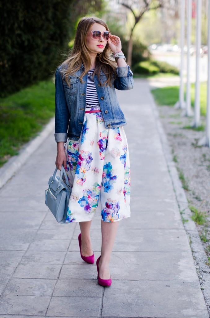 sheinside-floral-midi-skirt-striped-tee-denim-jacket-outfit-pink-shoes-zara-baby-blue-bag (14)