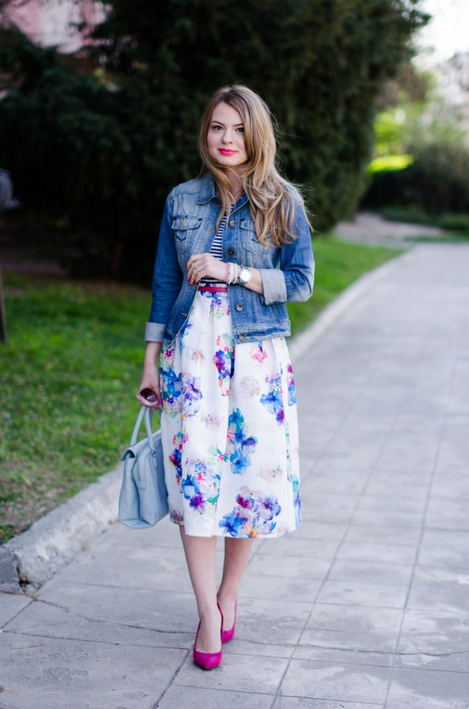 sheinside-floral-midi-skirt-striped-tee-denim-jacket-outfit-pink-shoes-zara-baby-blue-bag (7)