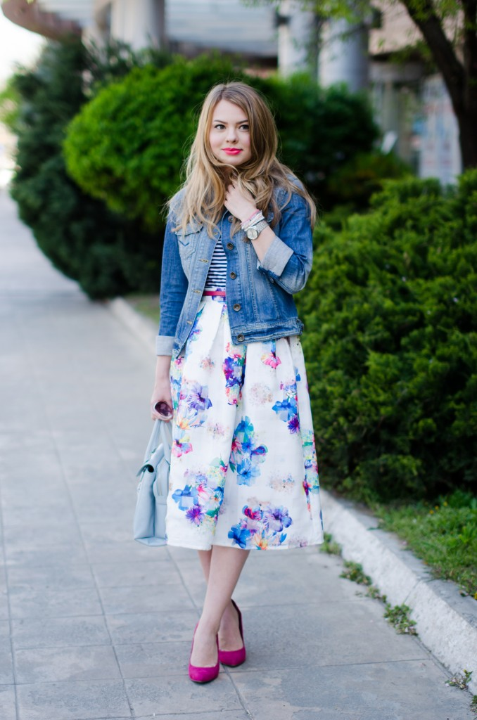 sheinside-floral-midi-skirt-striped-tee-denim-jacket-outfit-pink-shoes-zara-baby-blue-bag (8)