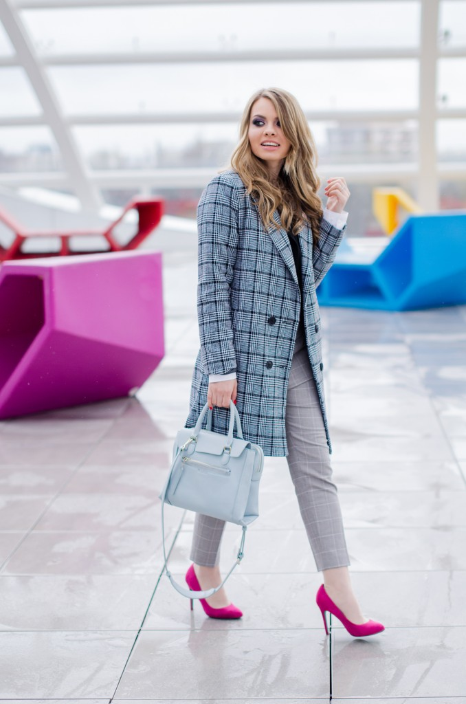 zara-grey-suit-pants-glen-plaid-coat-pink-heels-zara-baby-blue-bag-white-shirt (10)