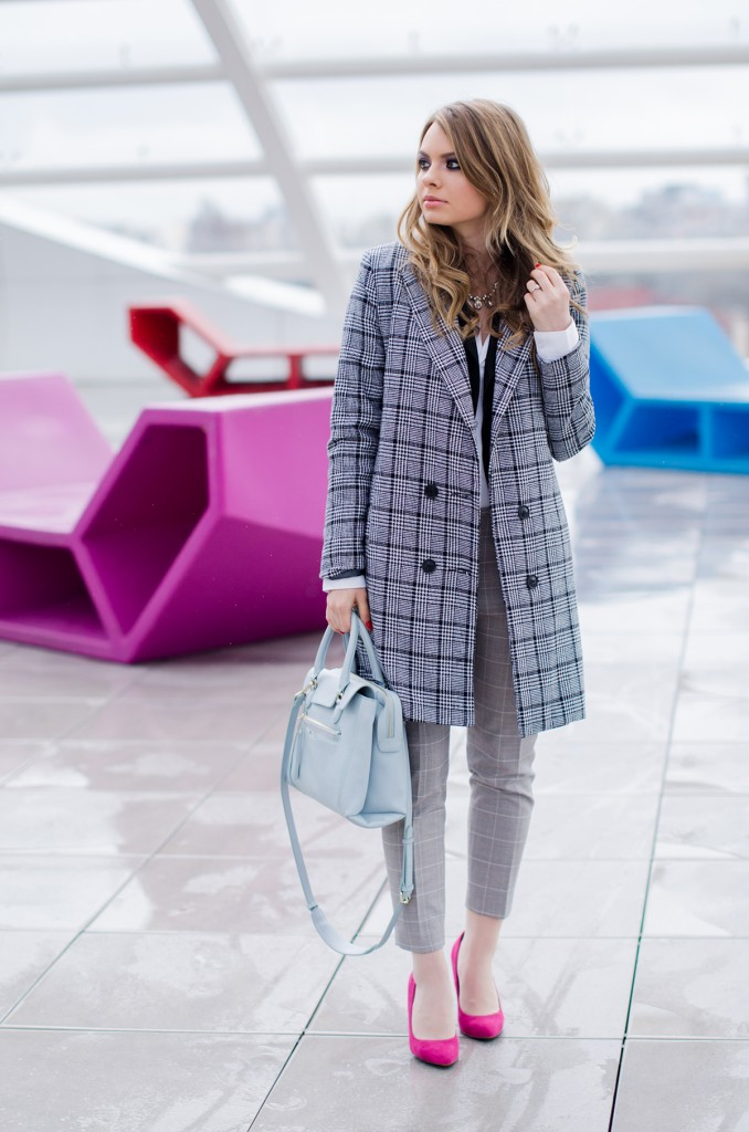 zara-grey-suit-pants-glen-plaid-coat-pink-heels-zara-baby-blue-bag-white-shirt (2)