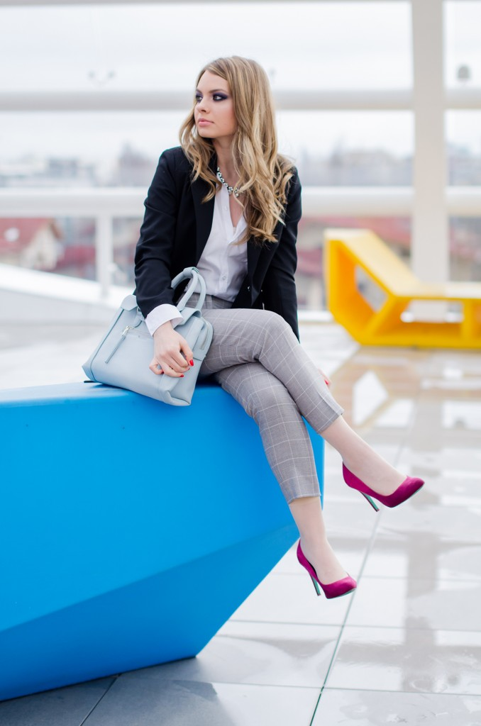 zara-grey-suit-pants-glen-plaid-coat-pink-heels-zara-baby-blue-bag-white-shirt (5)