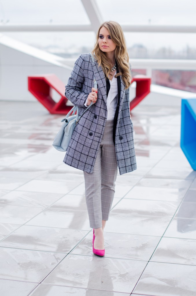 zara-grey-suit-pants-glen-plaid-coat-pink-heels-zara-baby-blue-bag-white-shirt (6)