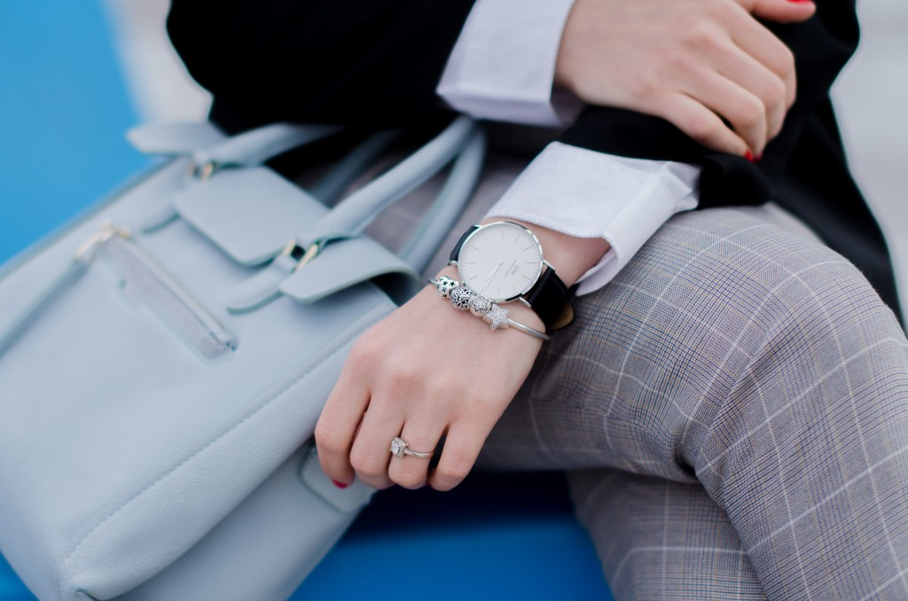 zara-grey-suit-pants-glen-plaid-coat-pink-heels-zara-baby-blue-bag-white-shirt-daniel-wellington-watch (11)