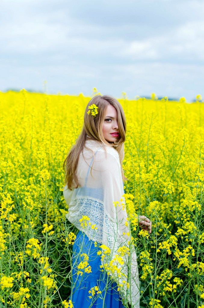 rape-field-yellow-blue-dress-bohemian-outfit-lace-fashion-blonde-pink-wish (11)