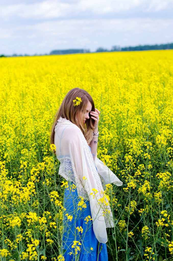 rape-field-yellow-blue-dress-bohemian-outfit-lace-fashion-blonde-pink-wish (13)