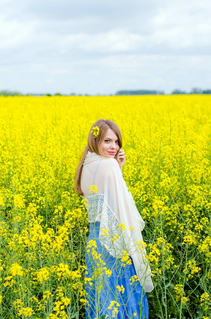 rape-field-yellow-blue-dress-bohemian-outfit-lace-fashion-blonde-pink-wish (15)