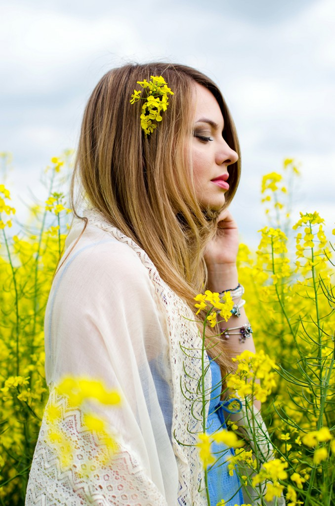 rape-field-yellow-blue-dress-bohemian-outfit-lace-fashion-blonde-pink-wish (19)