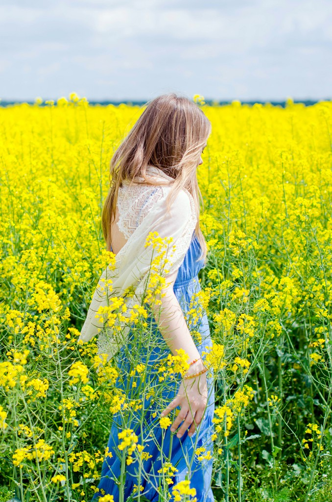 rape-field-yellow-blue-dress-bohemian-outfit-lace-fashion-blonde-pink-wish (6)
