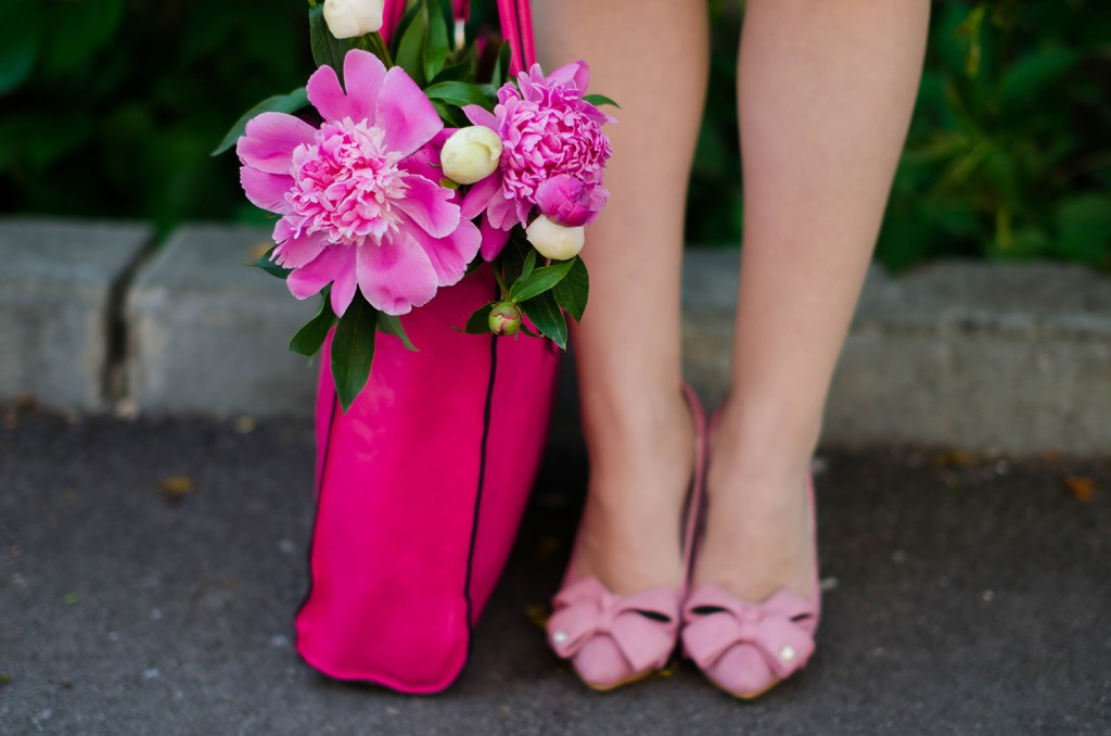 sheinside-white-midi-dress-pink-bow-heels-peonies-pink-feminine-outfit (19)