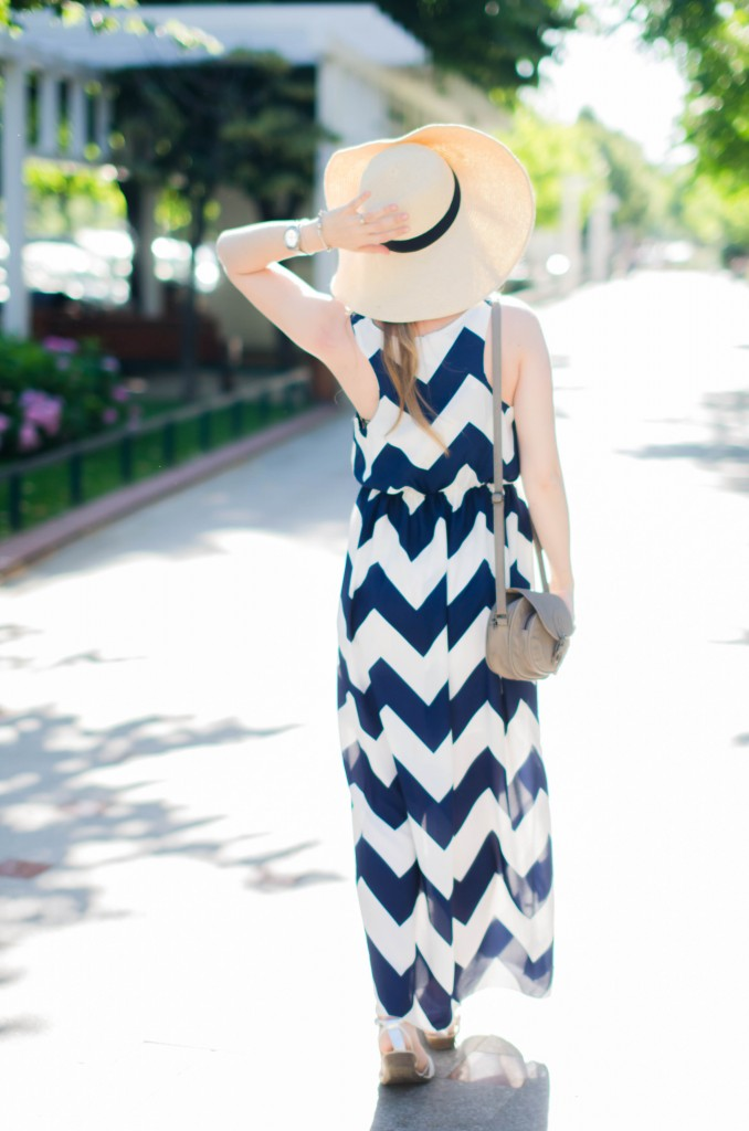 chevron-maxi-dress-white-blue-sun-hat-summer-outfit-fashion-pink-wish (11)