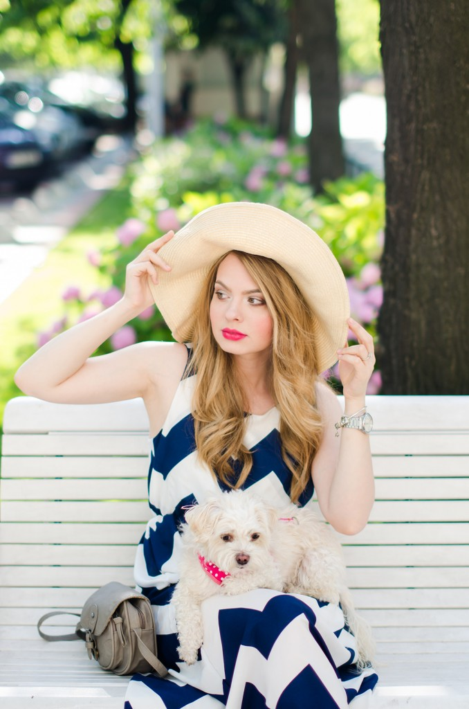 chevron-maxi-dress-white-blue-sun-hat-summer-outfit-fashion-pink-wish (5)